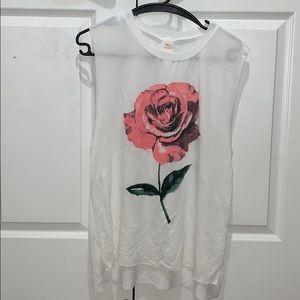 Tops - Sleeveless rose top